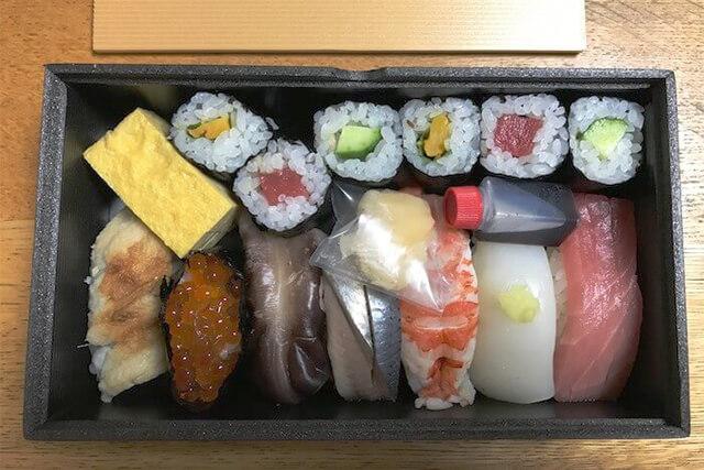 テイクアウトの寿司折り